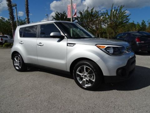 PRE-OWNED 2017 KIA SOUL BASE FWD HATCHBACK